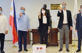 Nghĩa cử cao đẹp của doanh nhân Việt kiều Johnathan Hạnh Nguyễn trong đại dịch