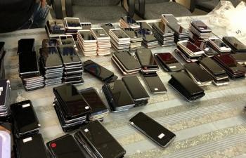 Hải quan Tân Sơn Nhất bắt giữ lô hàng điện thoại di động