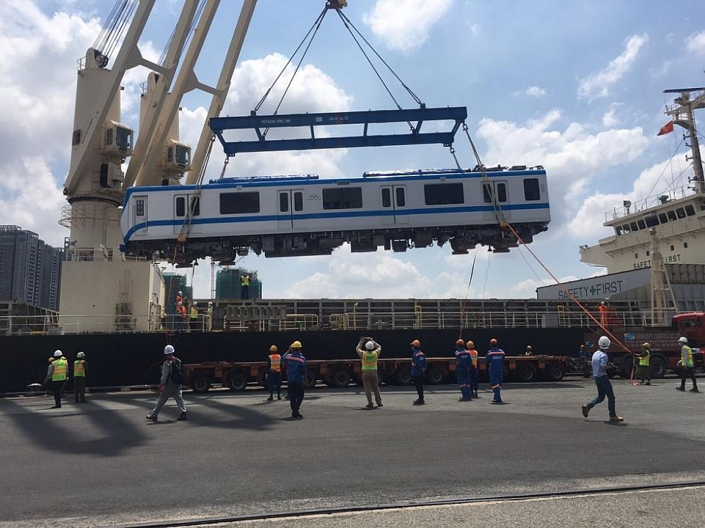 Hải quan TPHCM tạo thuận lợi thông quan nhanh 2 đoàn tàu Metro