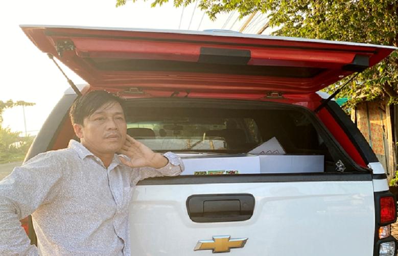 Kiểm tra xe giám đốc, phát hiện thuốc bảo vệ thực vật không rõ nguồn gốc