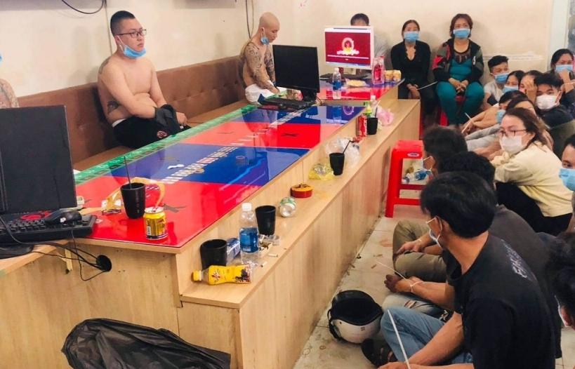 Cảnh sát hình sự bắt giữ gần 40 nam, nữ  đánh bạc tại TPHCM