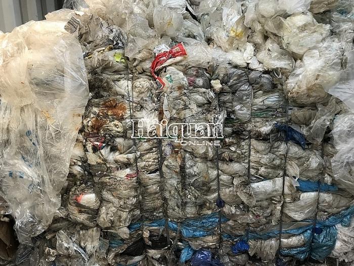 """Vì sao 31 hãng tàu bị buộc tái xuất gần 1.100 container """"rác"""""""