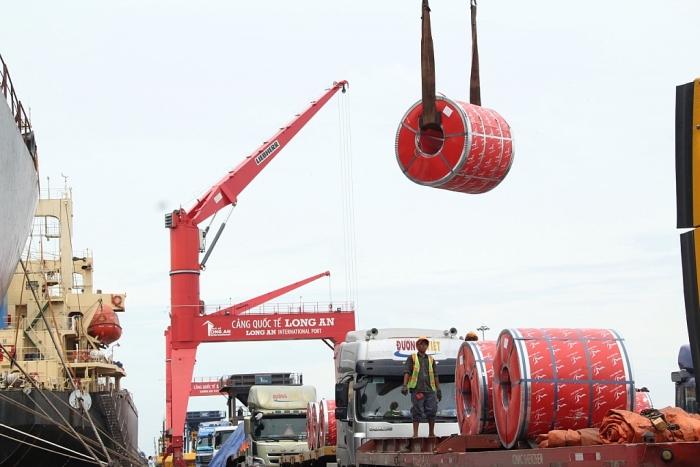 Gần 50.000 tấn thép xuất khẩu qua Cảng quốc tế Long An