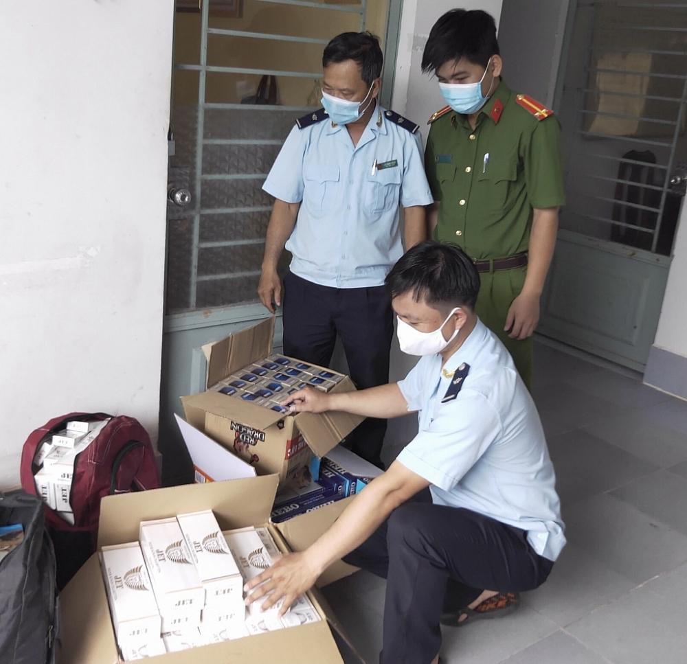 Hải quan Đồng Tháp bắt giữ 1.700 bao thuốc lá nhập lậu