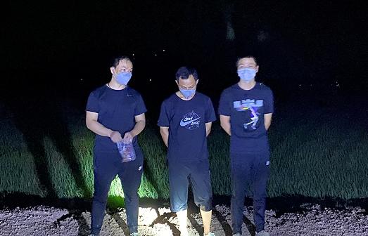 Bắt 3 người Trung Quốc xuất cảnh trái phép