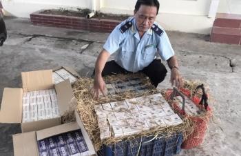 Hải quan Đồng Tháp bắt thuốc lá lậu ngụy trang bằng rơm