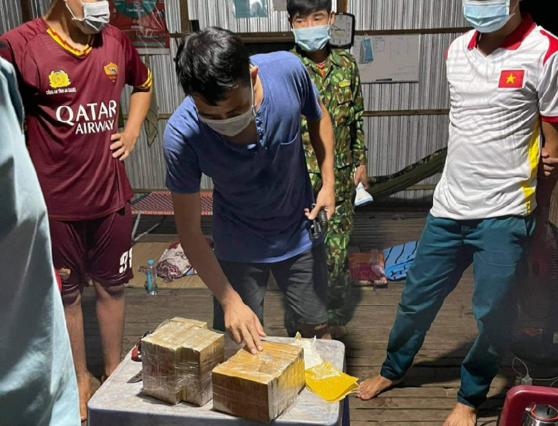 Bắt vụ vận chuyển hơn 7 kg ma túy trong đêm