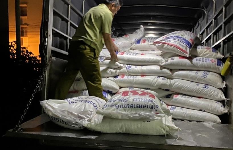Khám xe tải lói ra 4 tấn đường lậu