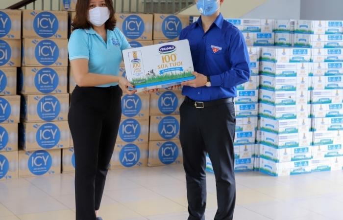 1 tỷ đồng sản phẩm sữa được Vinamilk gửi đến người dân miền Trung đang cách ly