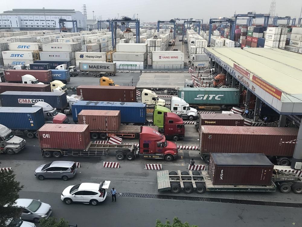 Gấp rút nhiều giải pháp giải tỏa hàng tồn tại cảng Cát Lái  Ảnh: T.H