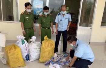 Hải quan Đồng Tháp phối hợp bắt giữ hơn 1.400 gói thuốc lá nhập lậu