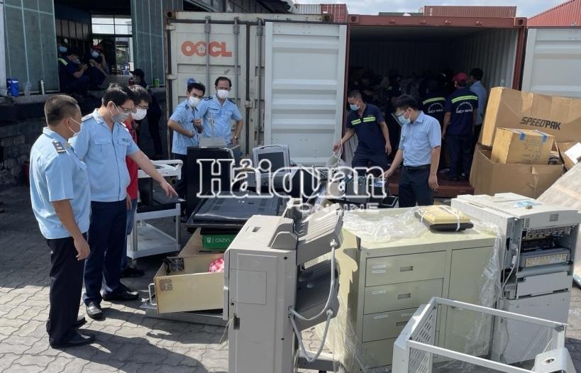 Hải quan cảng Sài Gòn khu vực 1 tiếp tục phát hiện 1 container hàng cấm nhập khẩu