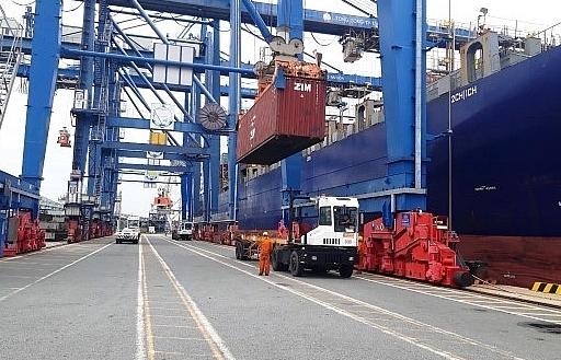 Tàu Osaka chở gần 900 container hạt điều thô nhập khẩu về Tân cảng- Hiệp Phước