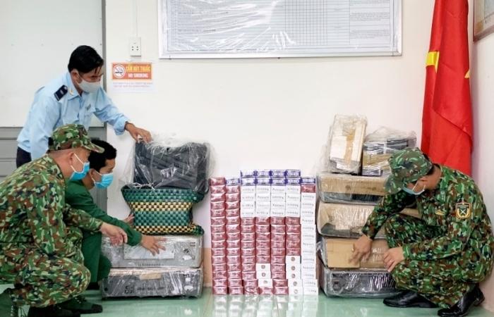 Thu giữ thuốc lá lậu tập kết sát khu vực biên giới