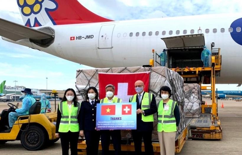 Hình ảnh Hải quan sân bay Tân Sơn Nhất thông quan nhanh lô hàng y tế viện trợ trị giá hơn 120 tỷ đồng