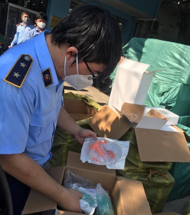 Bắt xe tải chở 300.000 vật tư y tế Trung Quốc không chứng từ