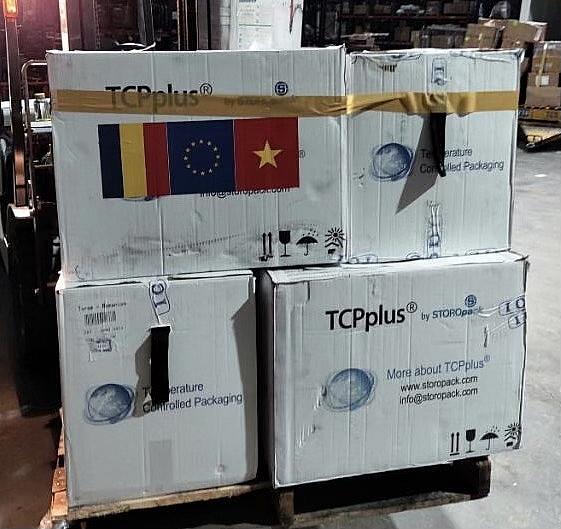 Hải quan sân bay Tân Sơn Nhất thông quan 300.000 liều vắc xin ngay trong đêm