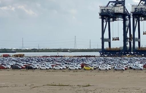 Ô tô nhập khẩu qua cảng TPHCM giảm gần 20.000 chiếc