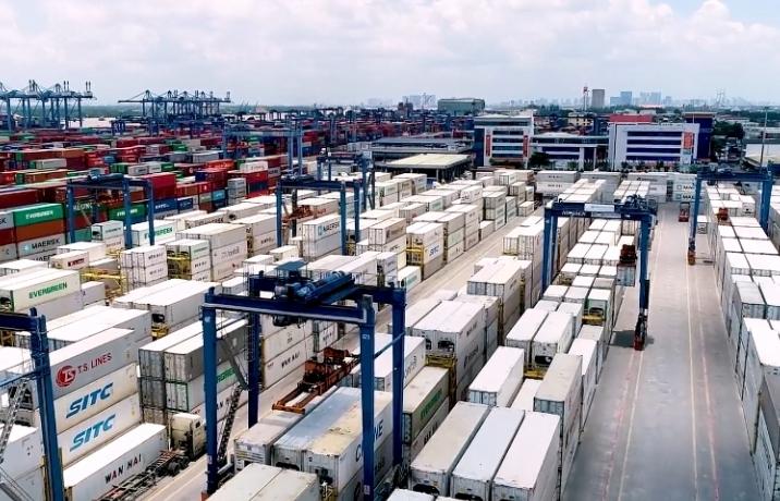 da thong quan hon 1200 container hang qua canh u dong tai cang cat lai