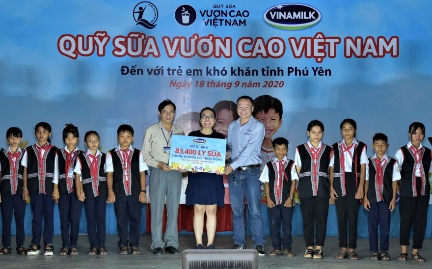 Trên 83.000 ly sữa Vinamilk đến với trẻ em có hoàn cảnh khó khăn Phú Yên