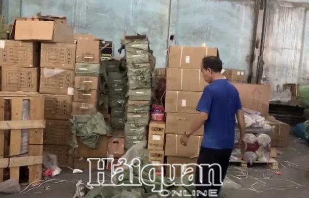 Hải quan bắt  250 kg pháo nổ giấu trong ghế sofa nhập khẩu