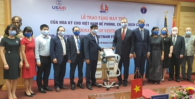 Hoa Kỳ trao tặng 100 máy thở cho Việt Nam để ứng phó đại dịch Covid-19