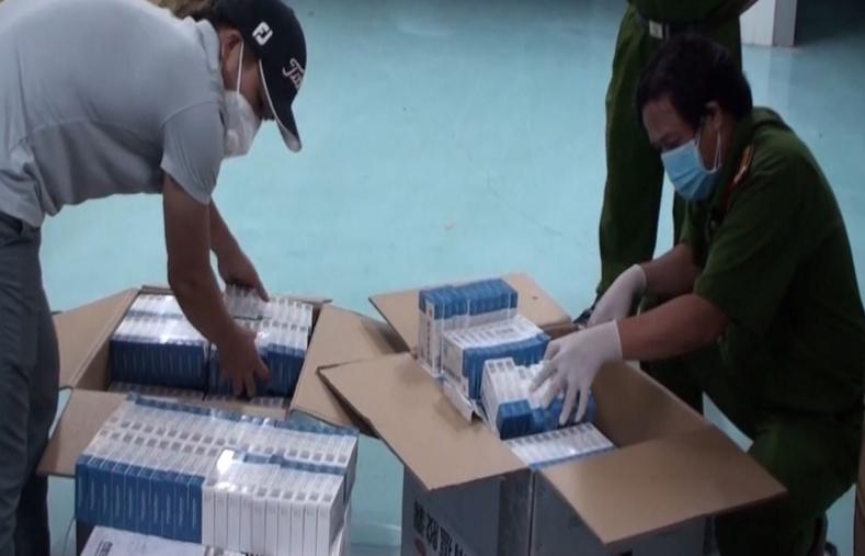"""Khám kho hàng """"lòi"""" ra hàng nghìn hộp thuốc điều trị Covid-19 nhập lậu"""
