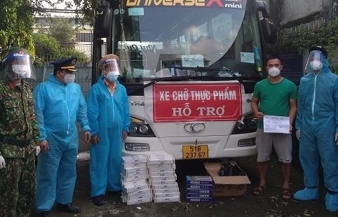 Bắt nhiều vụ vận chuyển thuốc lá lậu thông chốt về TPHCM