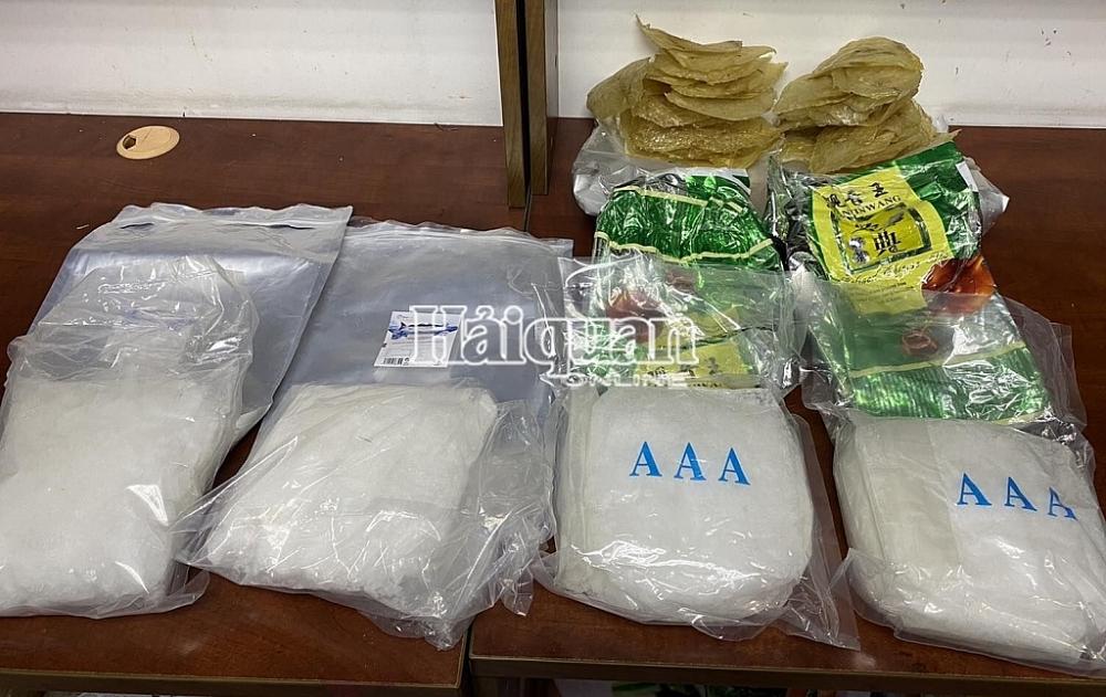 Hải quan TPHCM phát hiện hơn 4,6kg ma túy giấu trong cá khô và sứa biển