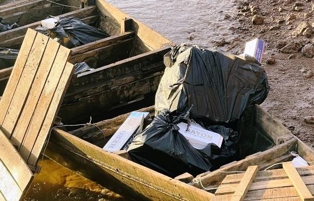 Bắt xuồng máy chở 1.500 bao thuốc lá lậu trên sông Tiền