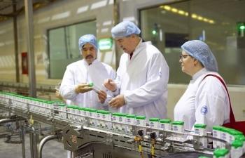 Thứ trưởng Bộ Nông nghiệp Mỹ ấn tượng với siêu nhà máy sữa của Vinamilk