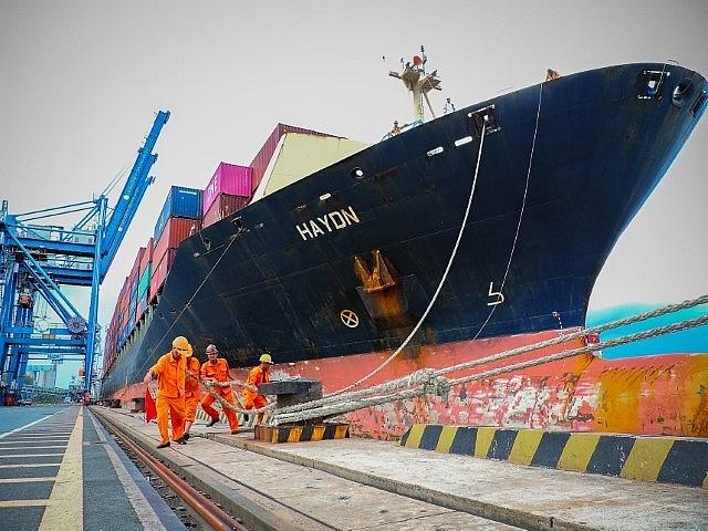 Tân cảng Hiệp Phước đạt năng suất xếp dỡ cao kỷ lục