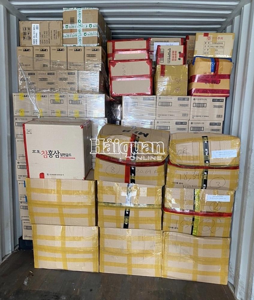 Hải quan TPHCM phát hiện lô hàng hiệu giấu trong container