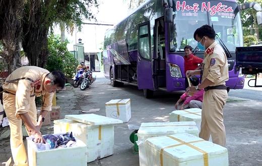 An Giang: Nhiều xe khách tham gia vận chuyển hàng lậu