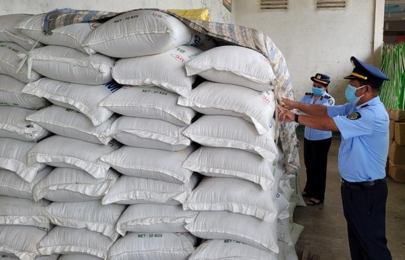 Tạm giữ gần 13 tấn hàng nhập khẩu vi phạm
