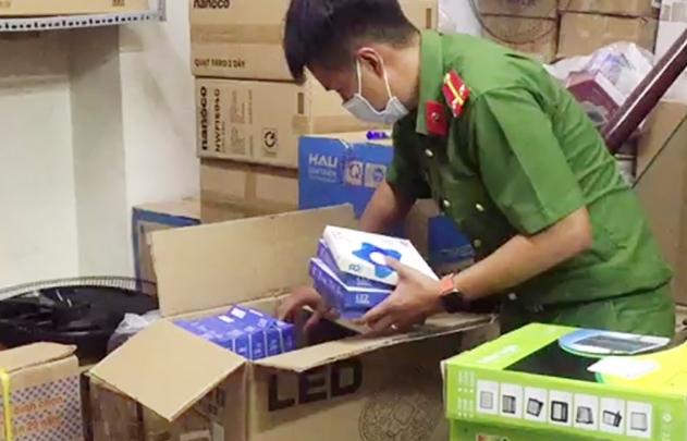 Chuyển Công an điều tra vụ chứa trữ trên 2.000 sản phẩm điện gia dụng nghi nhập lậu