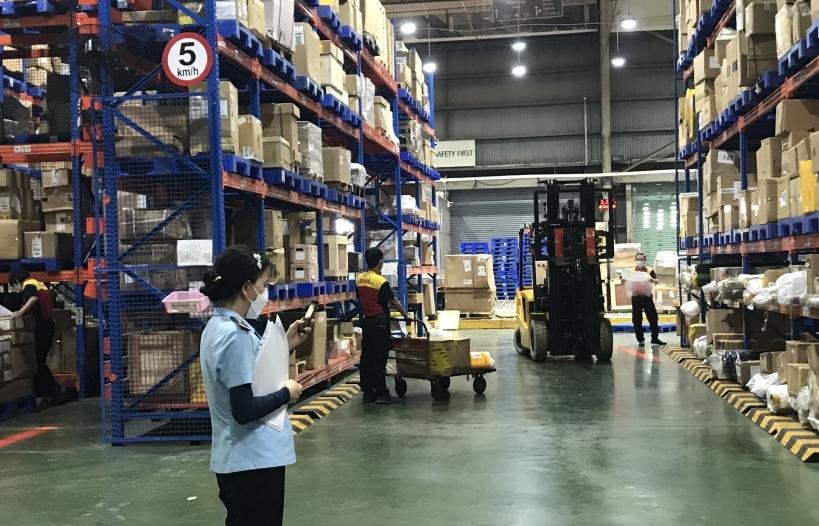 Hải quan TPHCM thông quan trên 100 tỷ USD hàng hóa xuất nhập khẩu