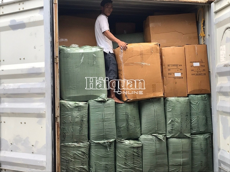 khoi to doanh nghiep nhap khau 8 container may moc da qua su dung