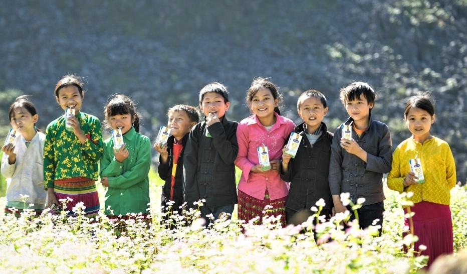Vinamilk và Quỹ sữa vươn cao Việt Nam trao 94.000 ly sữa cho trẻ em Hà Giang