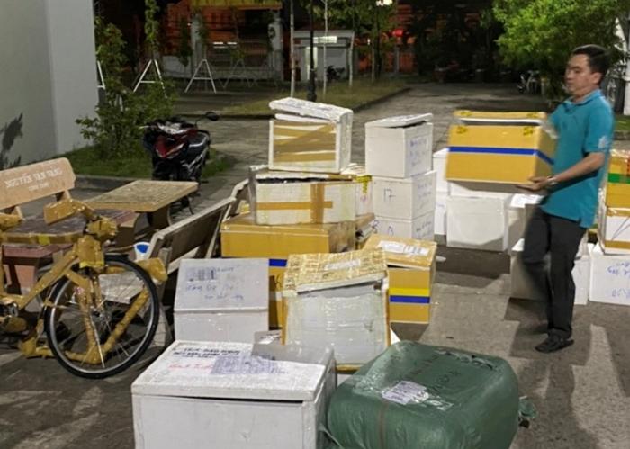 Bắt xe tải chở đầy hàng lậu