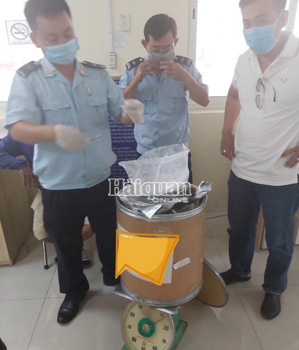 Hải quan An Giang: Bắt đối tượng táo tợn vác hơn 10 kg ma tuý qua biên giới