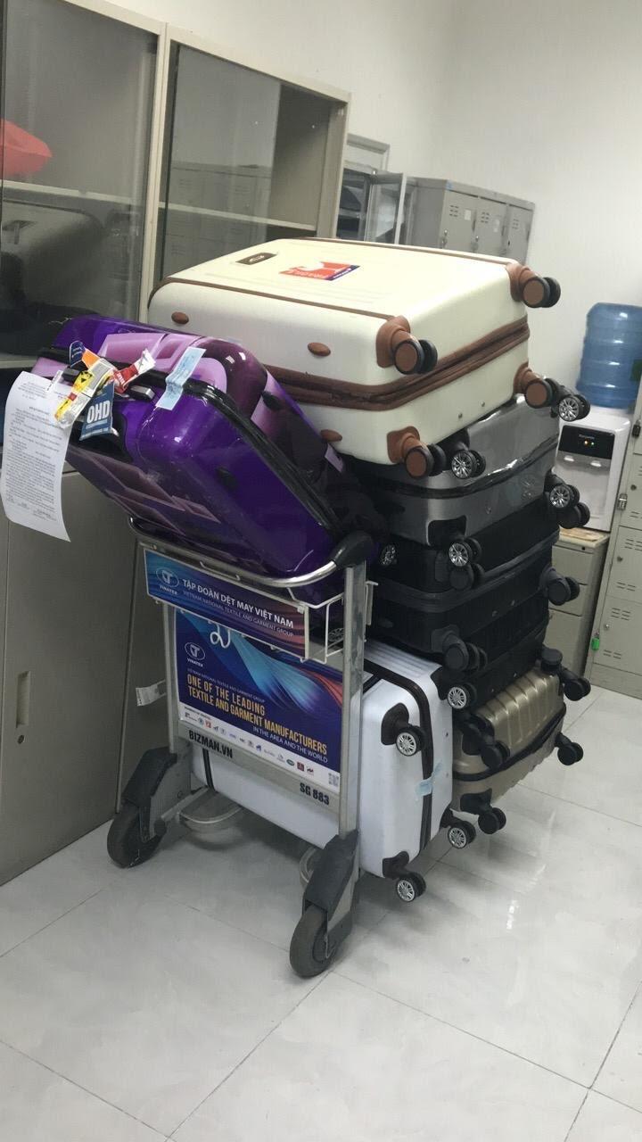 """Một hành khách """"bỏ quên"""" 7 valy hành lý tại sân bay"""