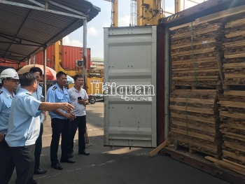 Đang khám xét 25 container gỗ xuất khẩu gian lận tại cảng Cát Lái
