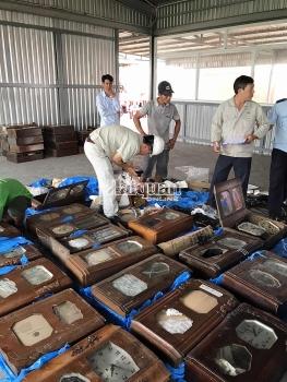Hải quan TPHCM bắt container đồng hồ cũ nhập lậu