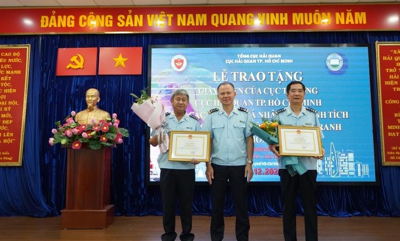 Cục Hải quan TPHCM khen thưởng tập thể, cá nhân bắt vụ hơn 20 kg ma tuý