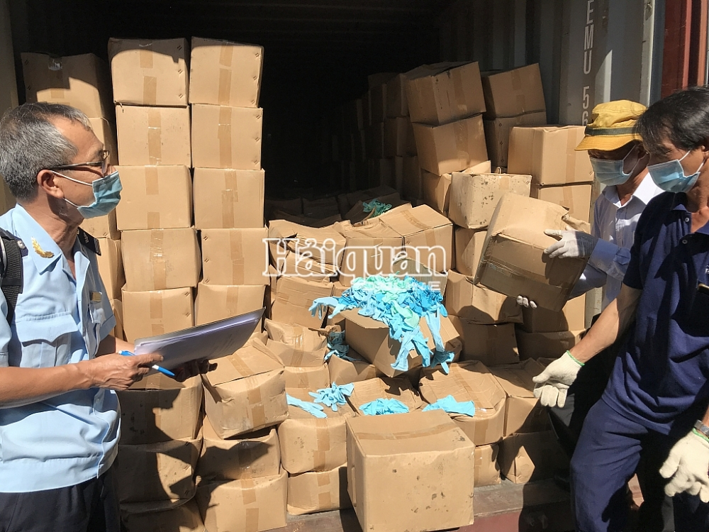 Doanh nghiệp nhập khẩu lô găng tay đã qua sử dụng vừa mới thành lập, không ở địa chỉ đăng ký kinh doanh