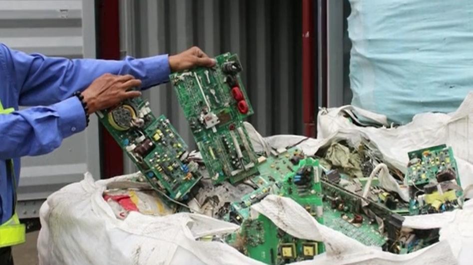 Xuất chất thải nguy hại, một doanh nghiệp bị phạt 450 triệu đồng
