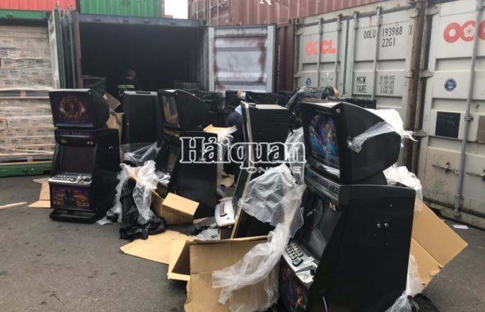 Công an điều tra doanh nghiệp nhập khẩu hàng cấm nguỵ trang bàn ghế