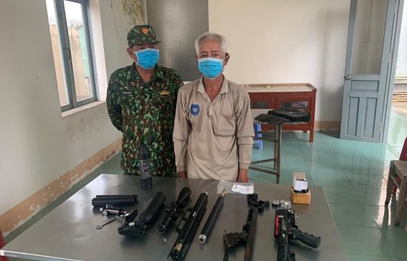 Hải quan Vĩnh Xương phối hợp bắt vụ nhập lậu súng