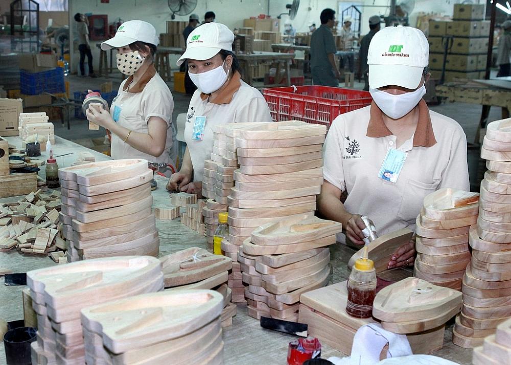 Sản xuất gỗ tại công ty Gỗ Đức Thành